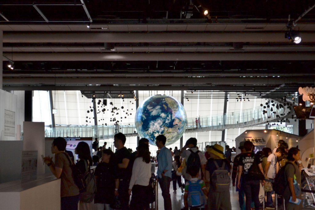 Le globe géant du Miraikan