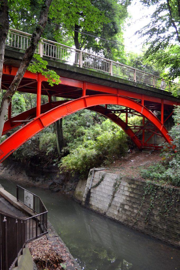 "Le pont ""d'entrée"" de la vallée de Todoroki"