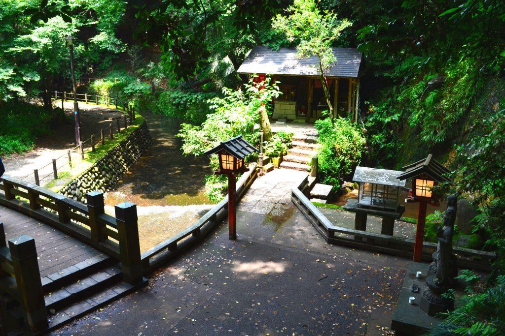 Un sanctuaire dans la vallée de Todoroki