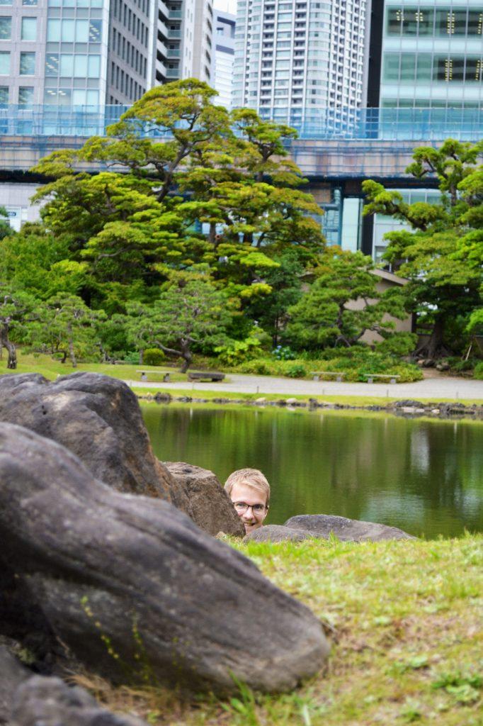 Vincent dans le jardin Kyu-Shiba