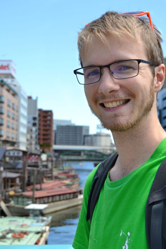 Vincent devant la rivière Sumida