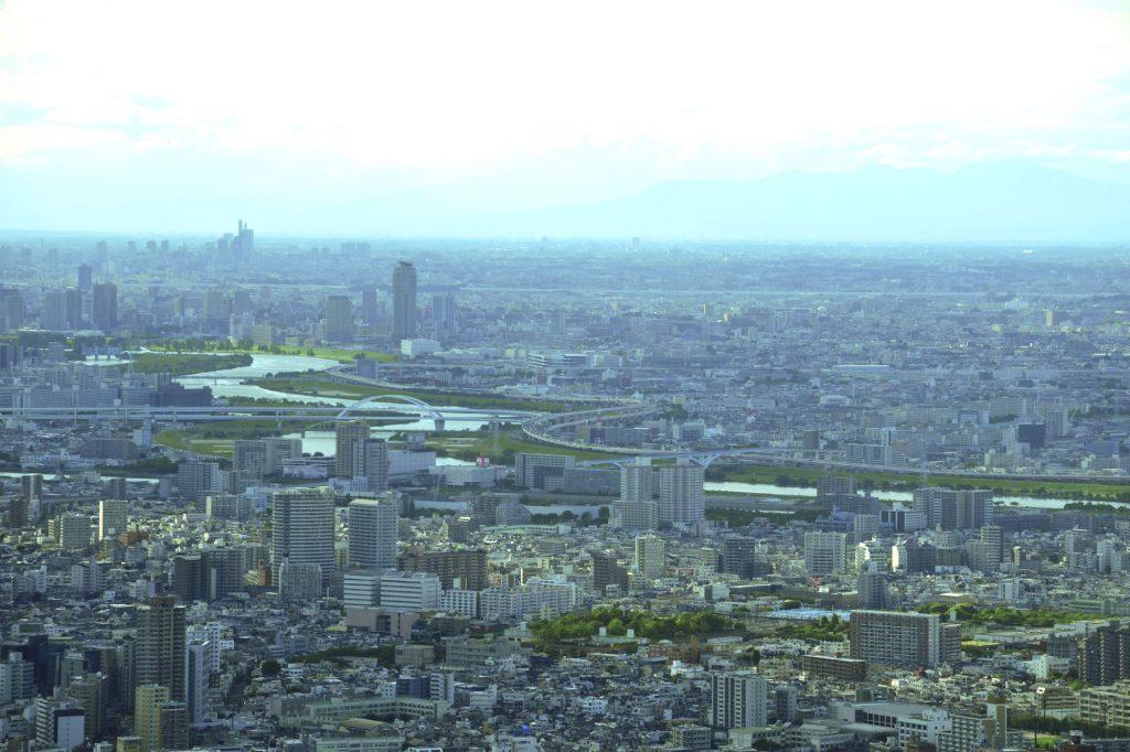 Une rivière qui passe dans Tokyo