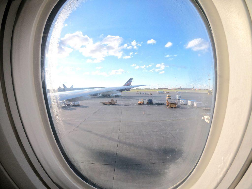 Départ de l'aéroport de Moscou avec Aeroflot - Juste Ici - Le blog de voyage de Claire et Vincent