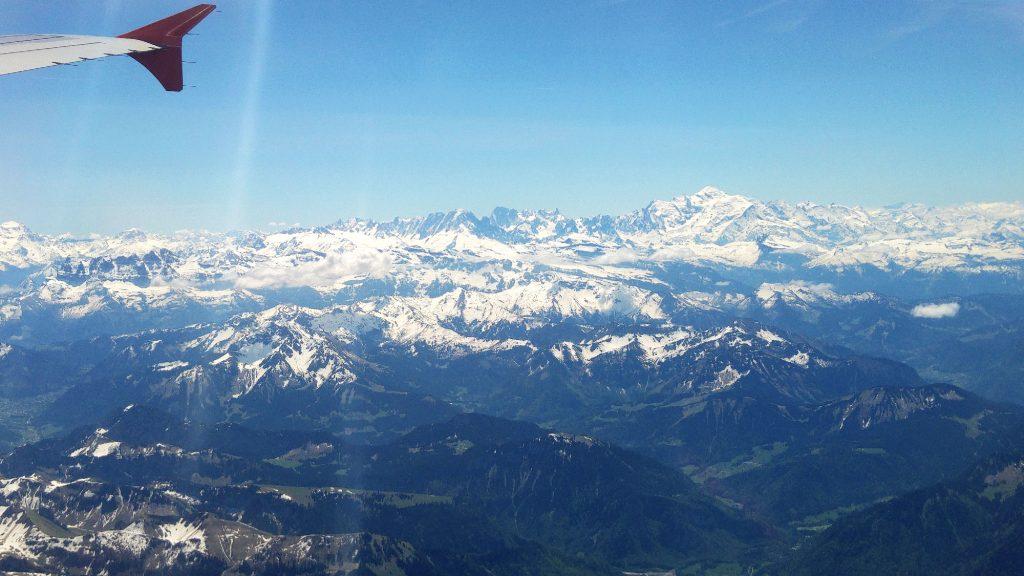 Vue du Mont Blanc depuis notre avion - Juste Ici - Le blog de voyage de Claire et Vincent