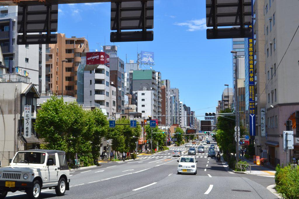 Une route proche de la rivière Sumida à Tokyo