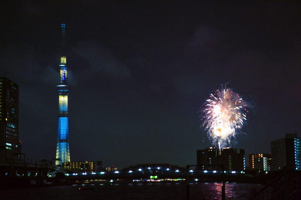 Les feux d'artifice de la rivière Sumida et la Tokyo SkyTree