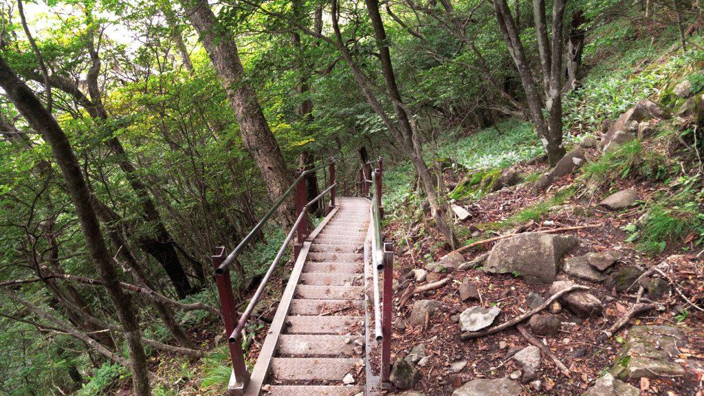 La descente vers le lac Onuma