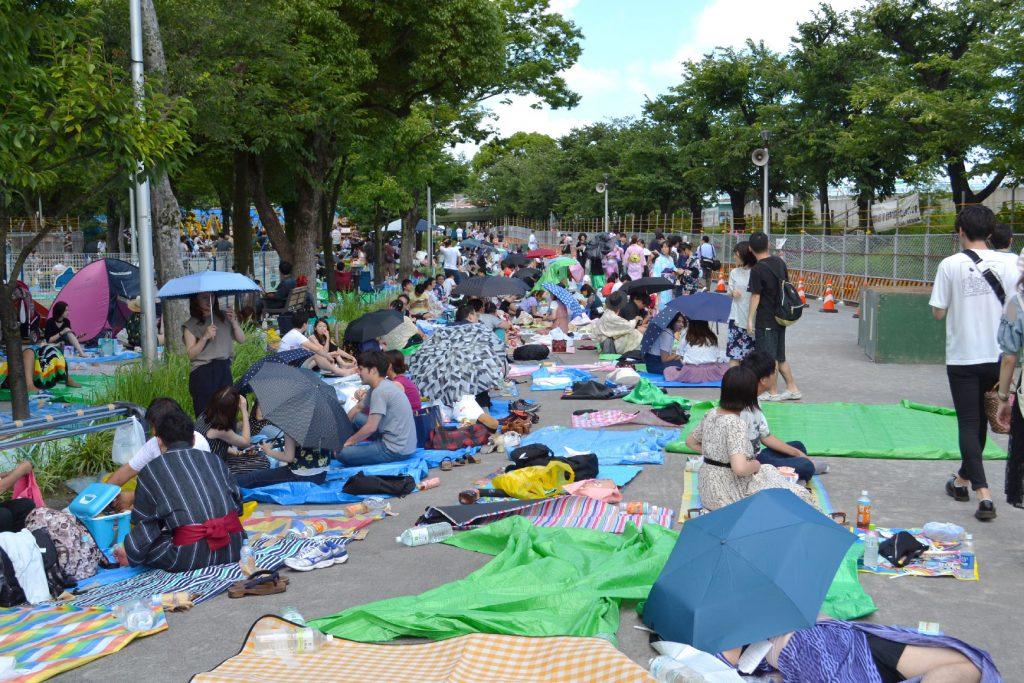 La foule attendant les feux d'artifice de la rivière Sumida