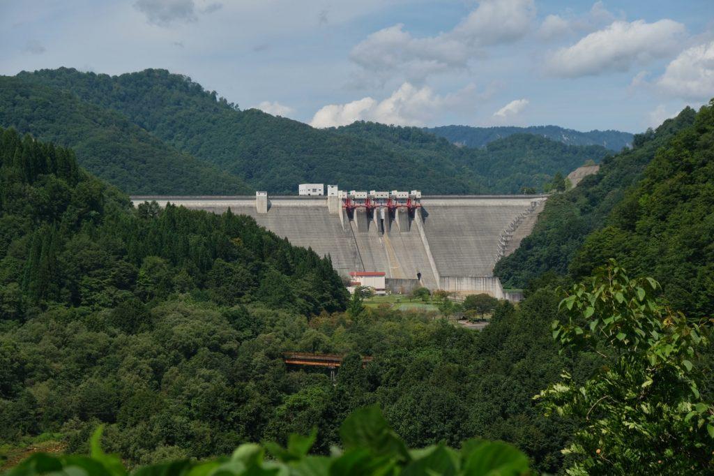 Le barrage de Tamagawa vue de loin