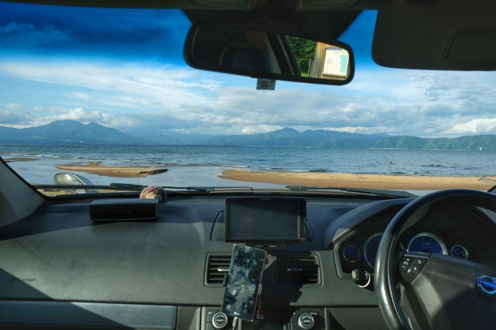 Et on campait avec cette vue (dormi dans la voiture pour se protéger au maximum du vent froid)