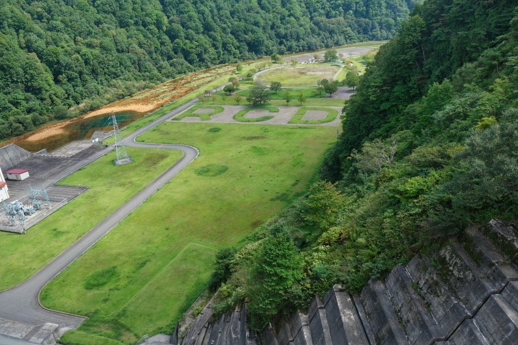 Contrebas du barrage de Tamagawa