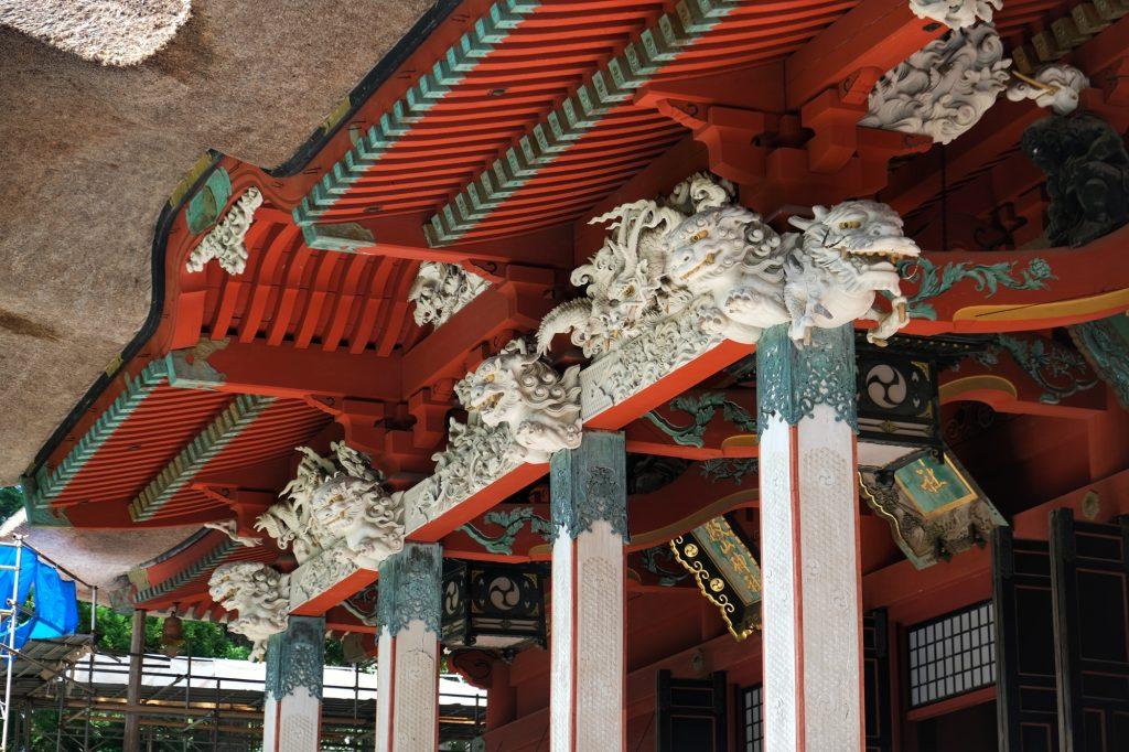 Les décorations du temple au sommet du Haguro San