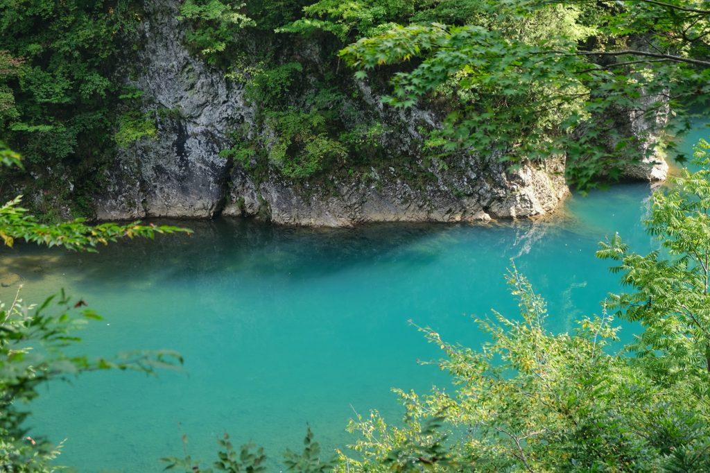 Les eaux magnifiques des gorges de Dakigaeri