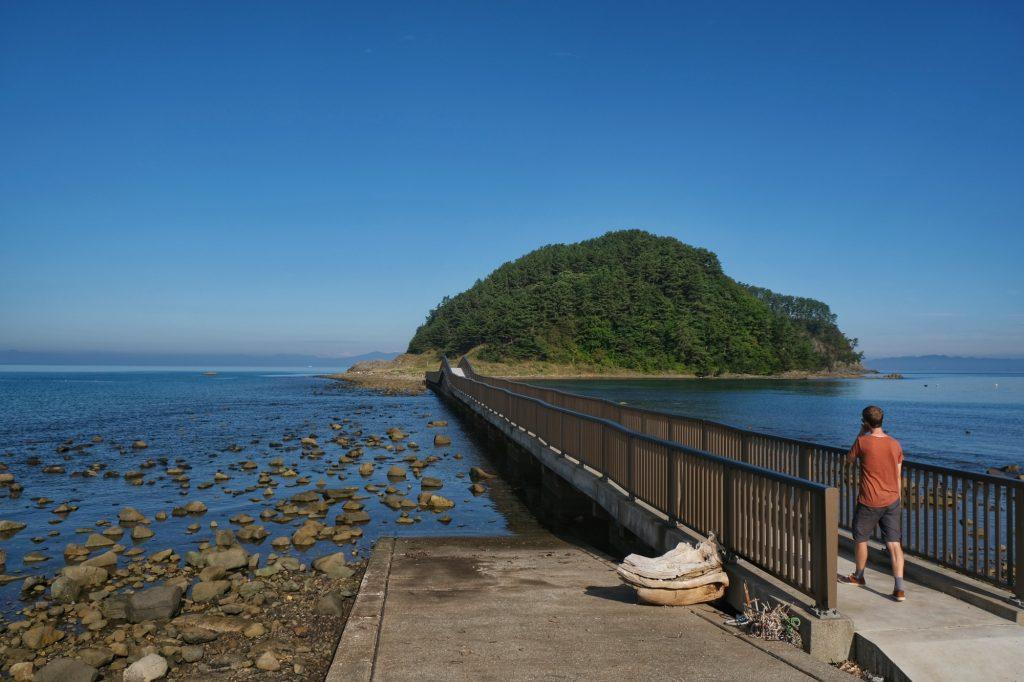 Une île accessible à pied, à quelques centaines de mètres de notre camping