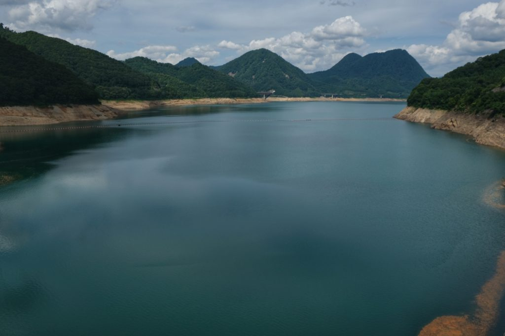 Le lac de barrage Tamagawa