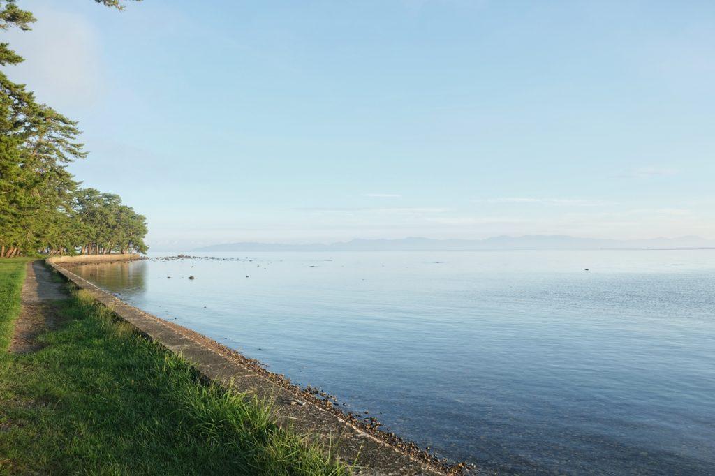 Vue sur la mer au petit matin