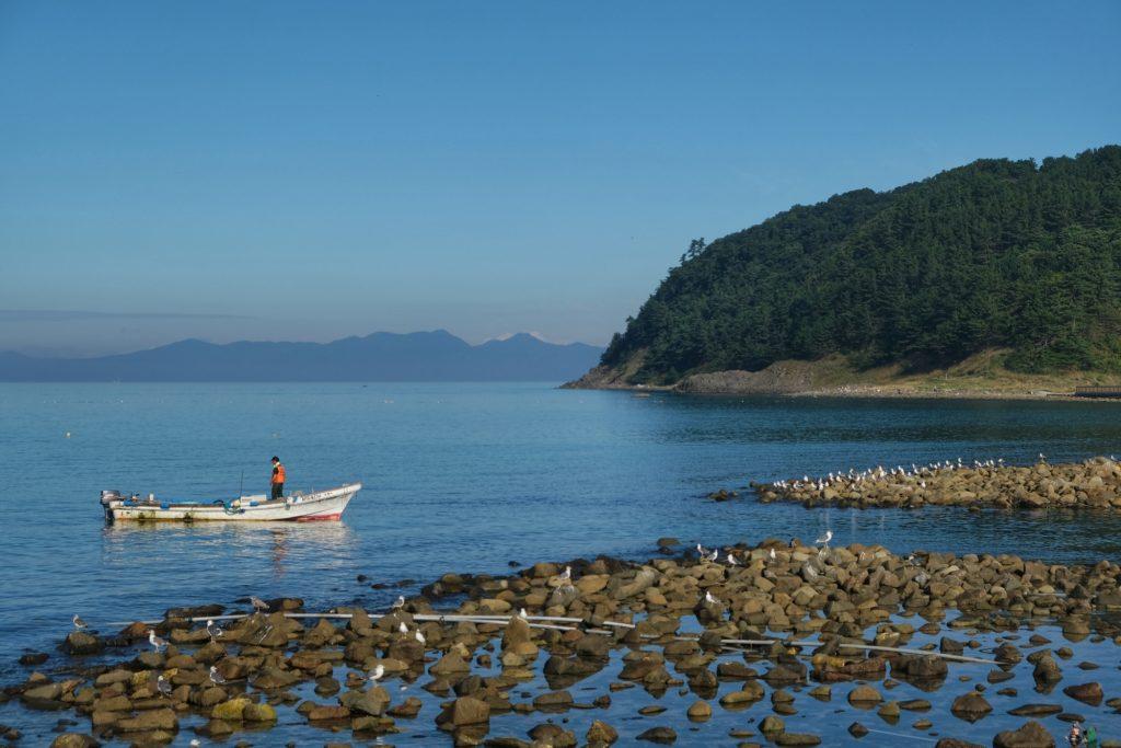 Un pêcheur part de bon matin