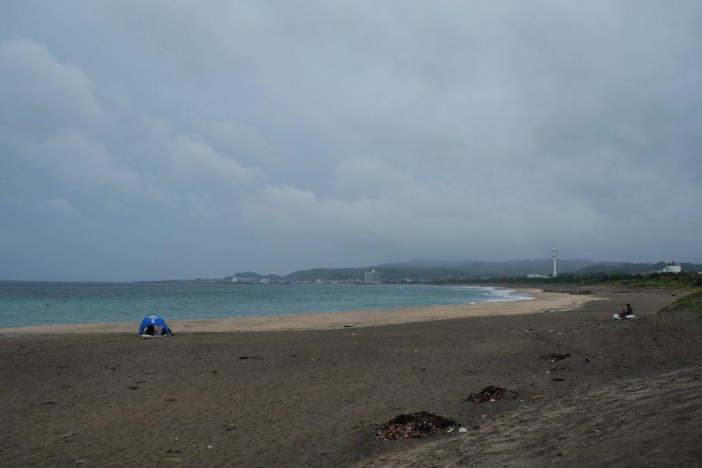 Une magnifique plage sous la pluie dans la péninsule de Chiba