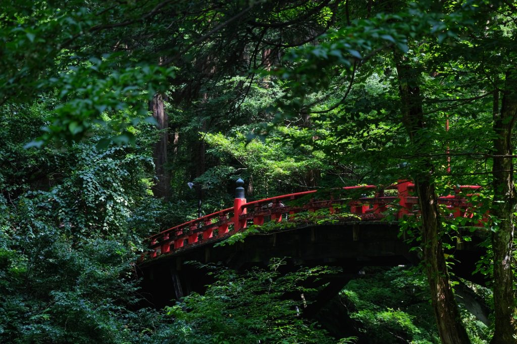 Le pont rouge au départ du sentier du Mont Haguro
