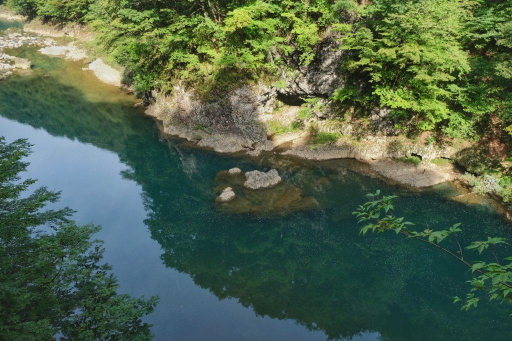 Reflet dans l'eau des gorges de Dakigaeri