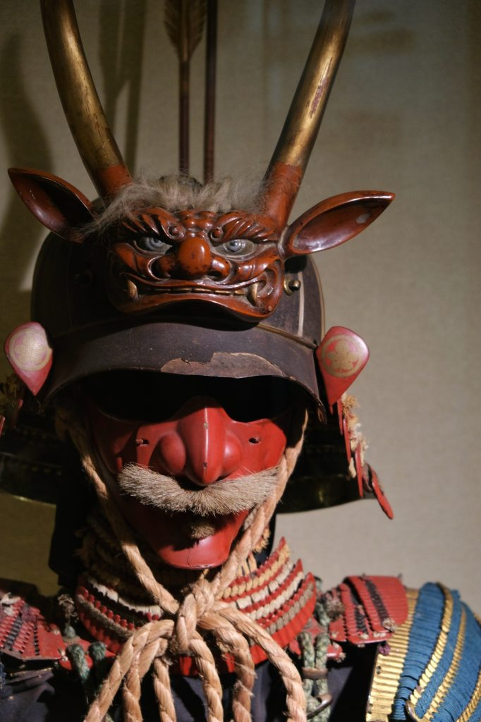 Casque à moustaches dans le musée de la maison Aoyagi