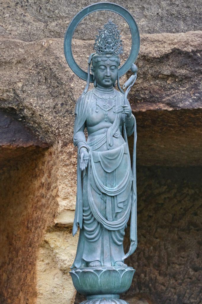 Une autre statue près du Zuigan-ji