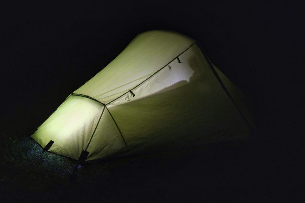 Notre tente de nuit, refuge contre les araignées et autres insectes