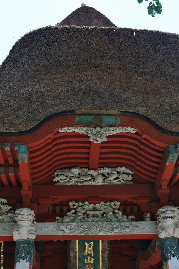 Le toit de chaume du temple du Haguro San