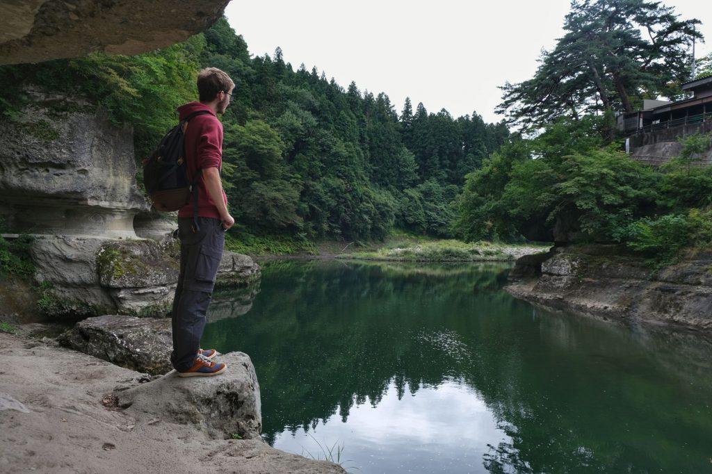 Vincent contemple les gorges de To-no-Hetsuri