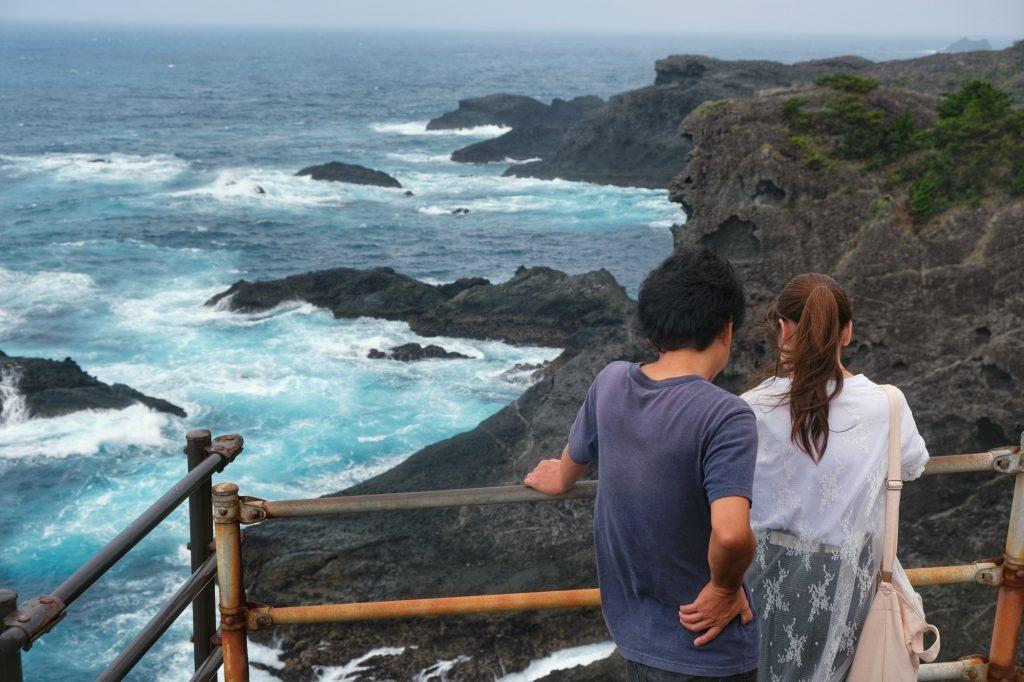 Un couple au temple d'Ishimuro
