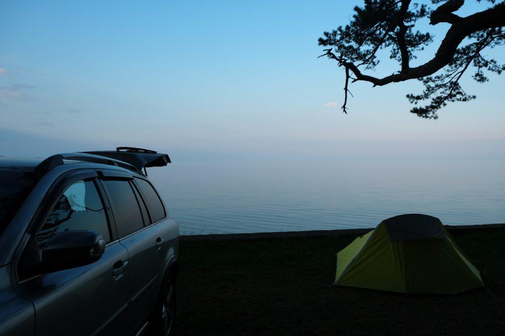 Le camping gratuit avec vue sur la mer...