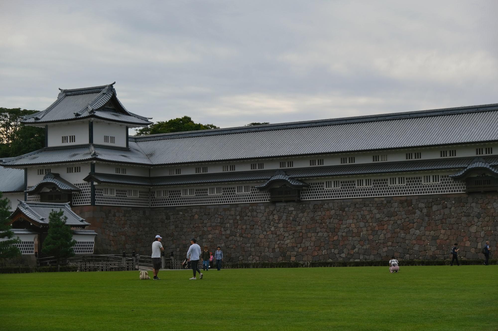 La château de Kanazawa et son esplanade