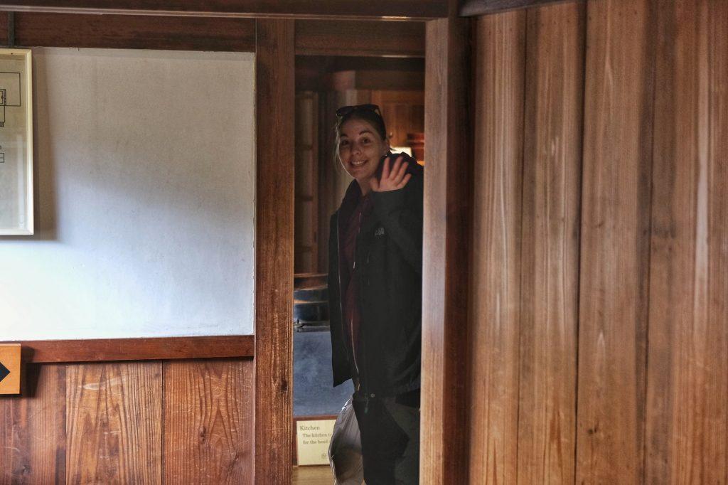 Claire est heureuse de visiter le Takayama Jinya