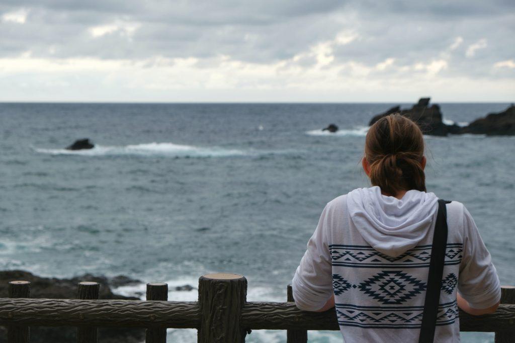 Contemplation de la mer entre Kanazawa et Kyoto
