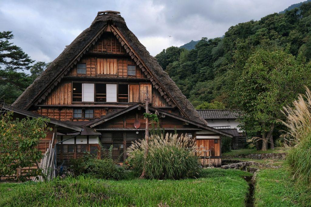 Une maison à toit de chaume à Ogimachi