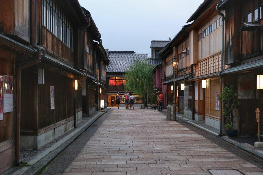 Une rue du quartier des Geishas à Kanazawa