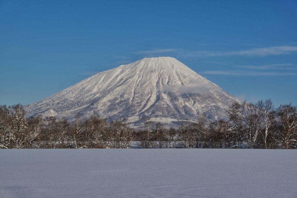 Le mont Yotei et les champs enneigés de Makkari