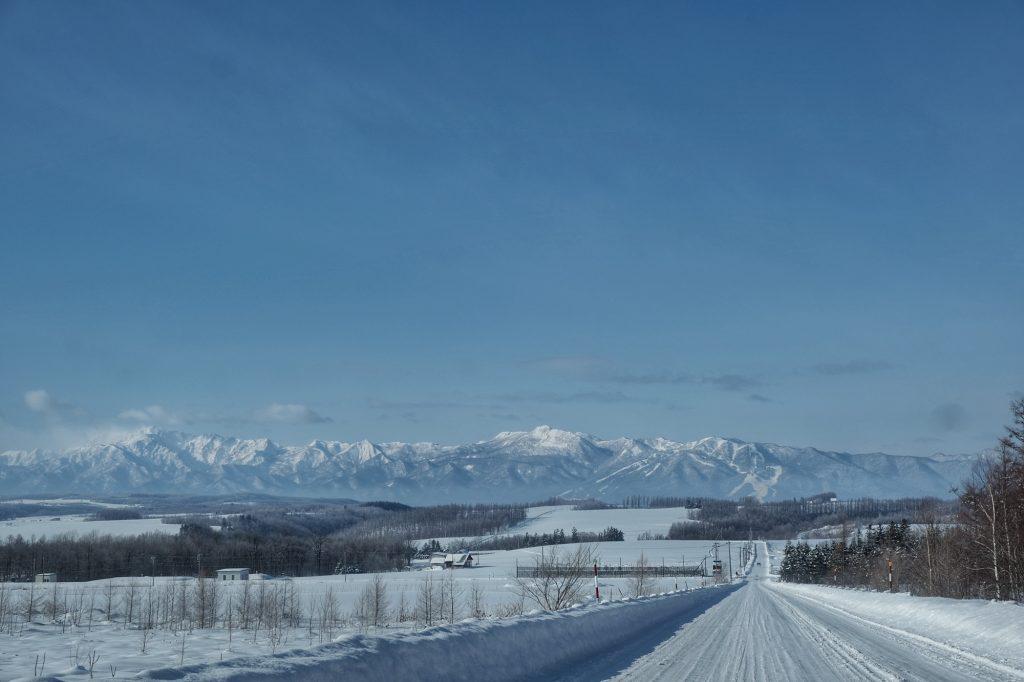 Grande route droite près de Furano