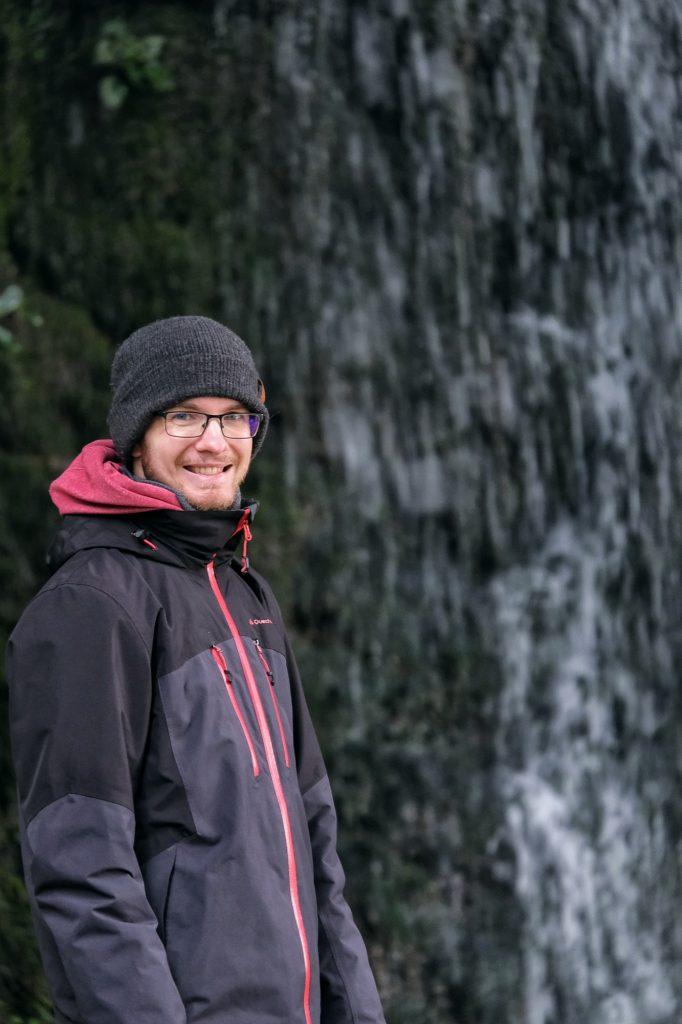 Vincent devant la cascade du Tenjinsha
