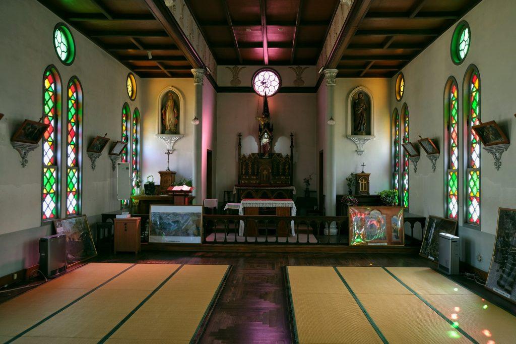 L'intérieur de l'église catholique de Tsuwano et ses tatamis