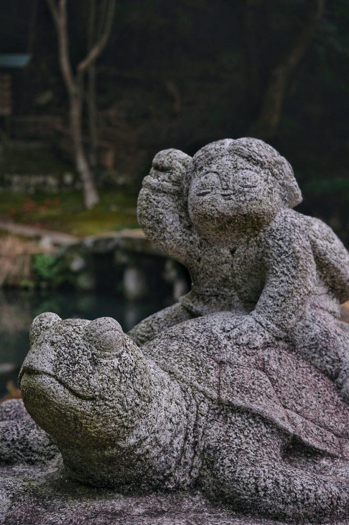 Statue devant l'étang de Tenjinsha