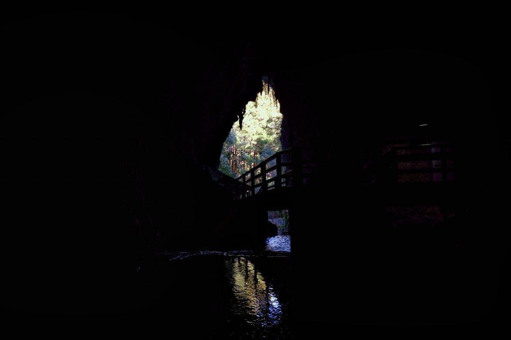 Un dernier regard dehors avant de s'enfoncer dans la grotte d'Akiyoshido