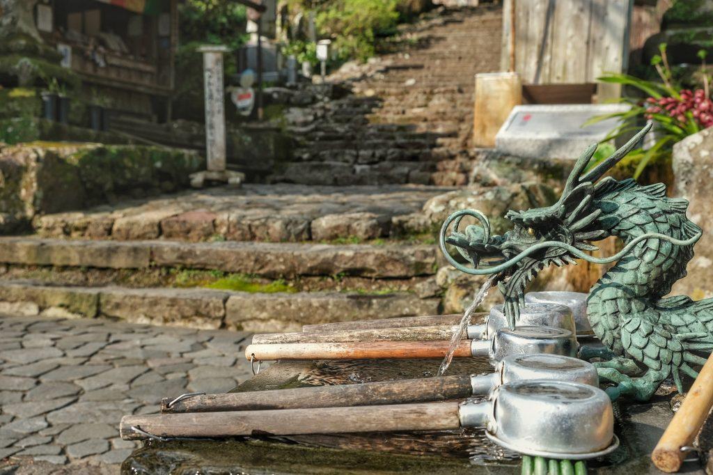 Bassin à l'entrée du 36e temple : le Shoryuji