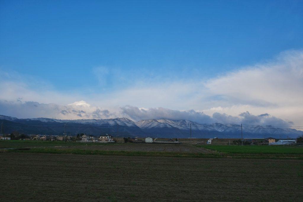Campagne et montagnes enneigées entre Ise et Nagoya
