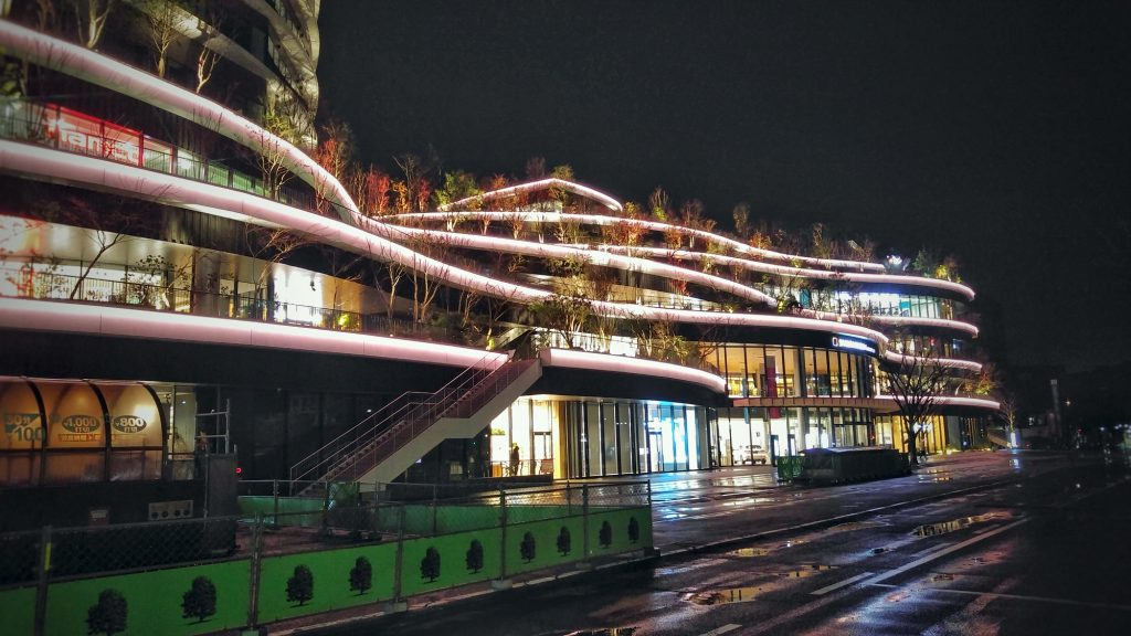 Centre commercial de Sakuramachi à Kumamoto de nuit