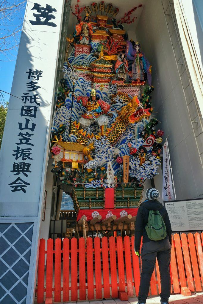 Un immense char de matsuri à Fukuoka
