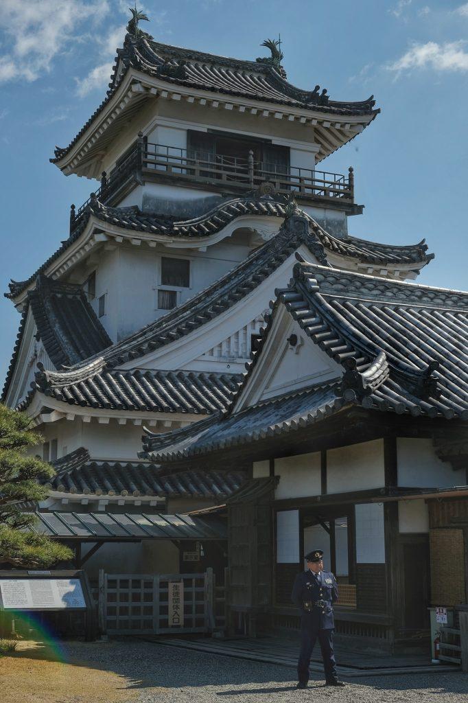 Le château de Kochi et son garde, fermé à cause du covid