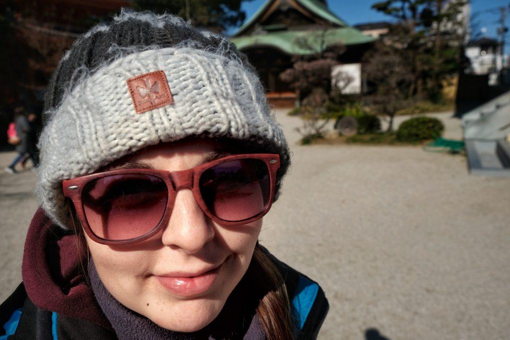 Claire dans la cour du Tochoji de Fukuoka