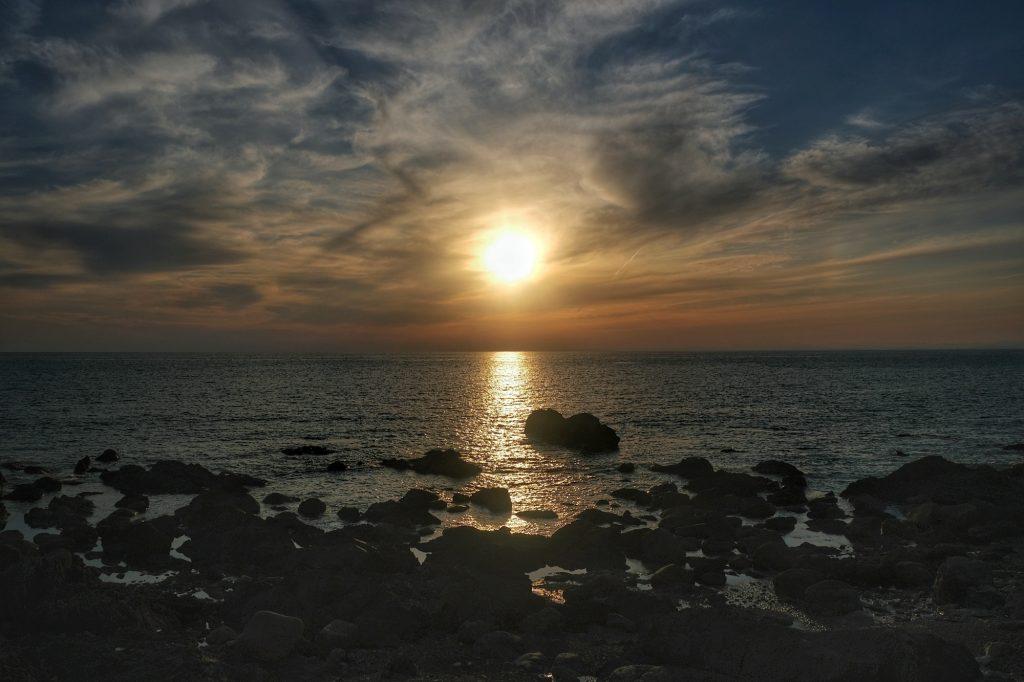 Coucher de soleil sur l'océan Pacifique près du cap Muroto