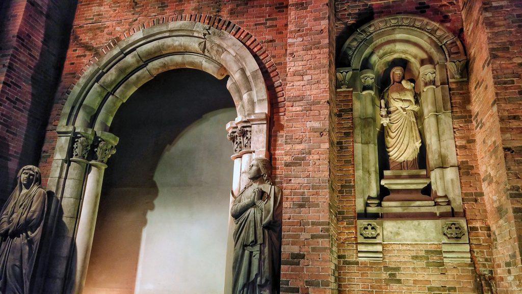 Reconstitution de la façade de la cathédrale Urakami au musée de la bombe atomique de Nagasaki